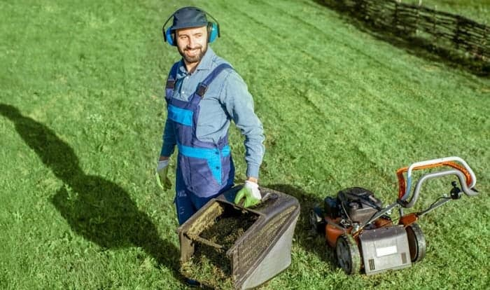 bluetooth-headphones-for-mowing