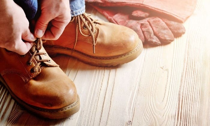 red-wing-carpenter-boots