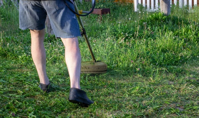 best-shoes-for-cutting-grass