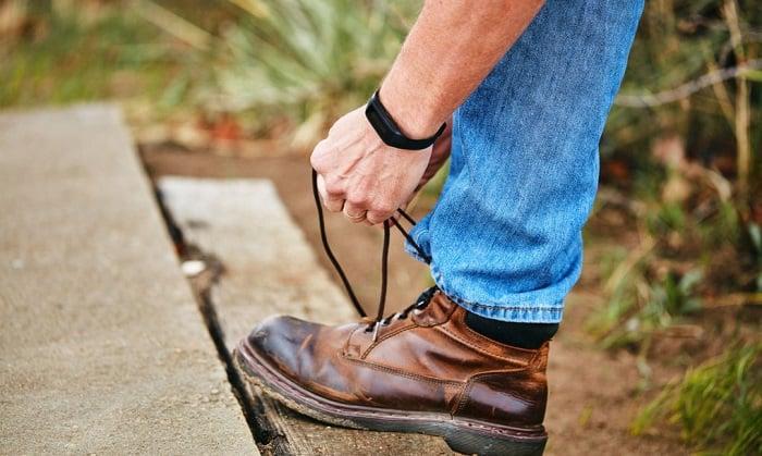 cách xỏ giày bảo hộ lao động